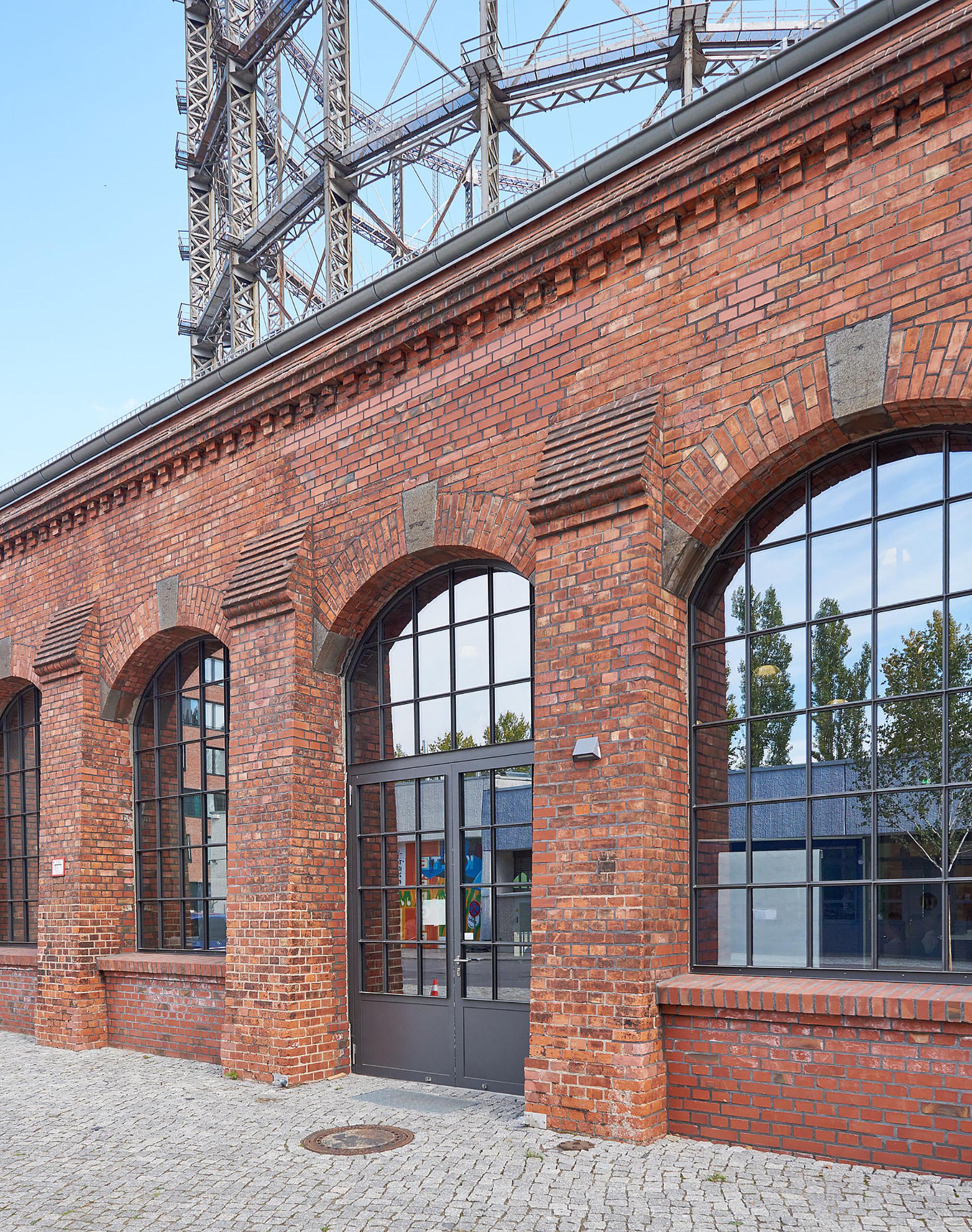 Jansen vrata, prozori, fasade i krovovi